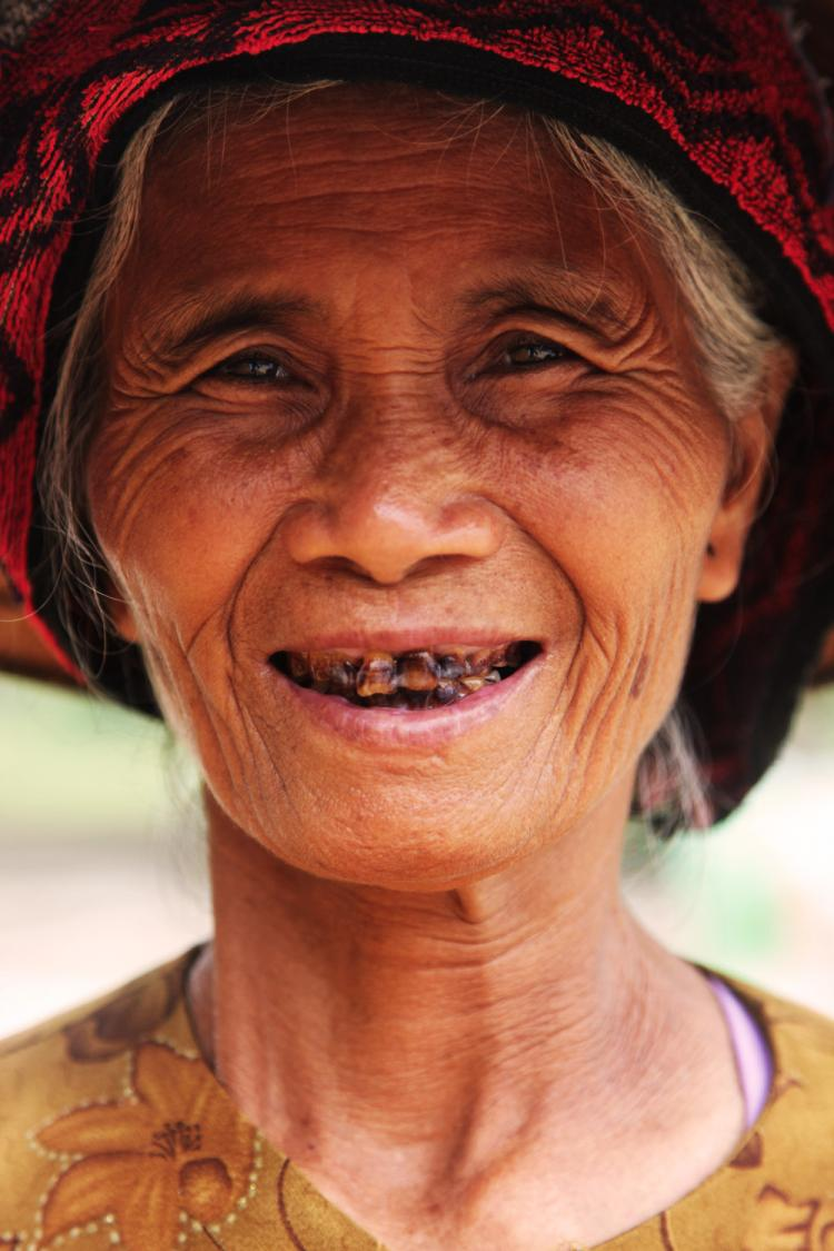 Teeth Lady in Hoa Lu